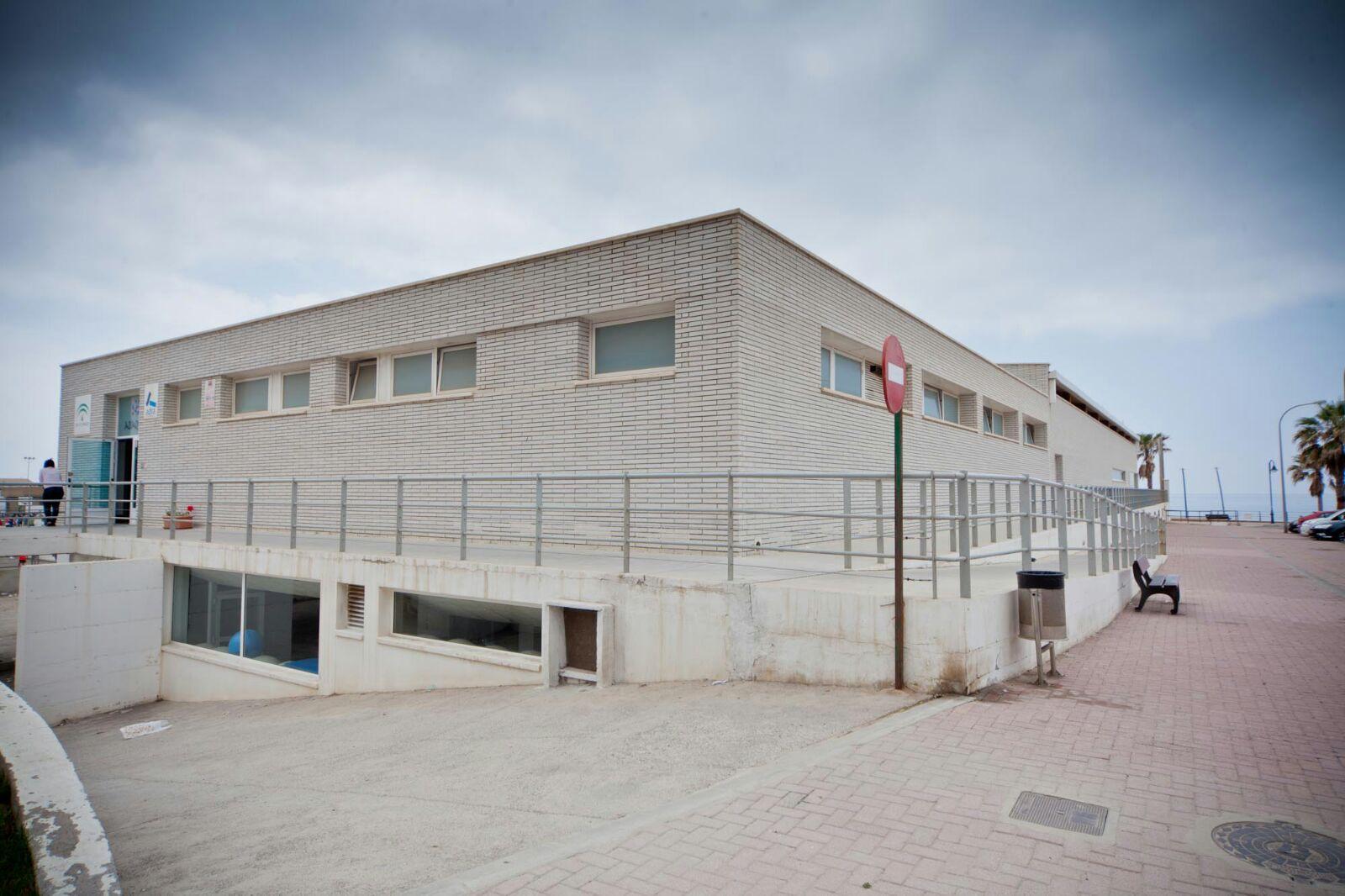 """El Ayuntamiento de Adra asegura que no se """"va a cerrar la piscina"""""""