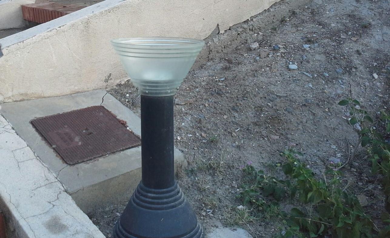 El vandalismo en Adra se ceba ahora con la iluminación de la Torre de los Perdigones