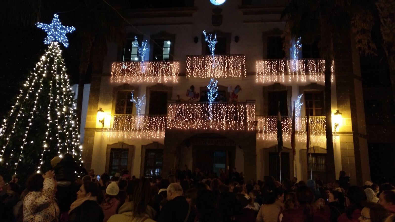 La Navidad ya ilumina Adra