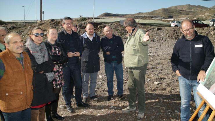La Junta limpia el tramo final del Río Adra para evitar inundaciones