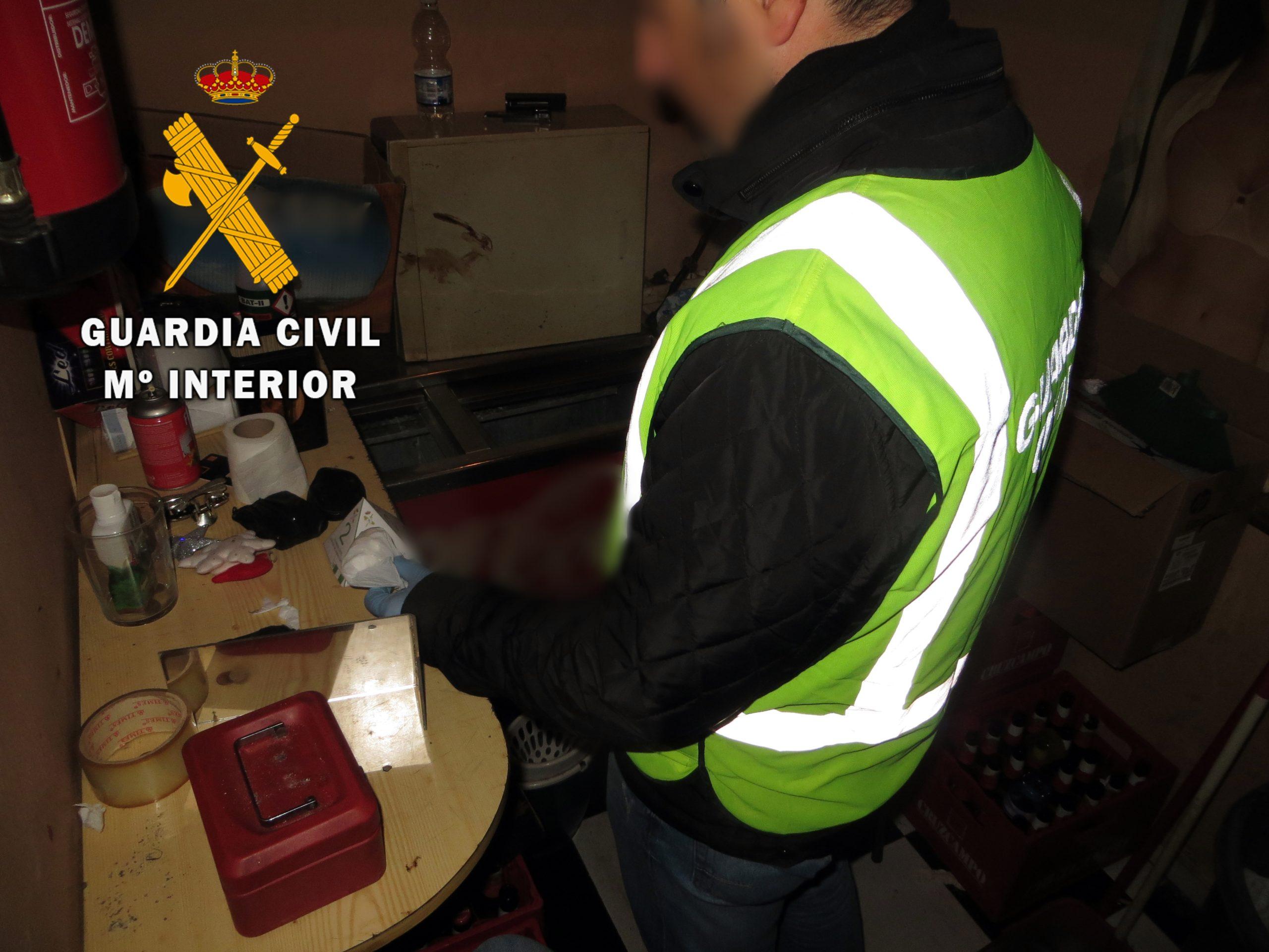 Detenido un vecino de Adra en los alrededores de un pub con 16 dosis de cocaína