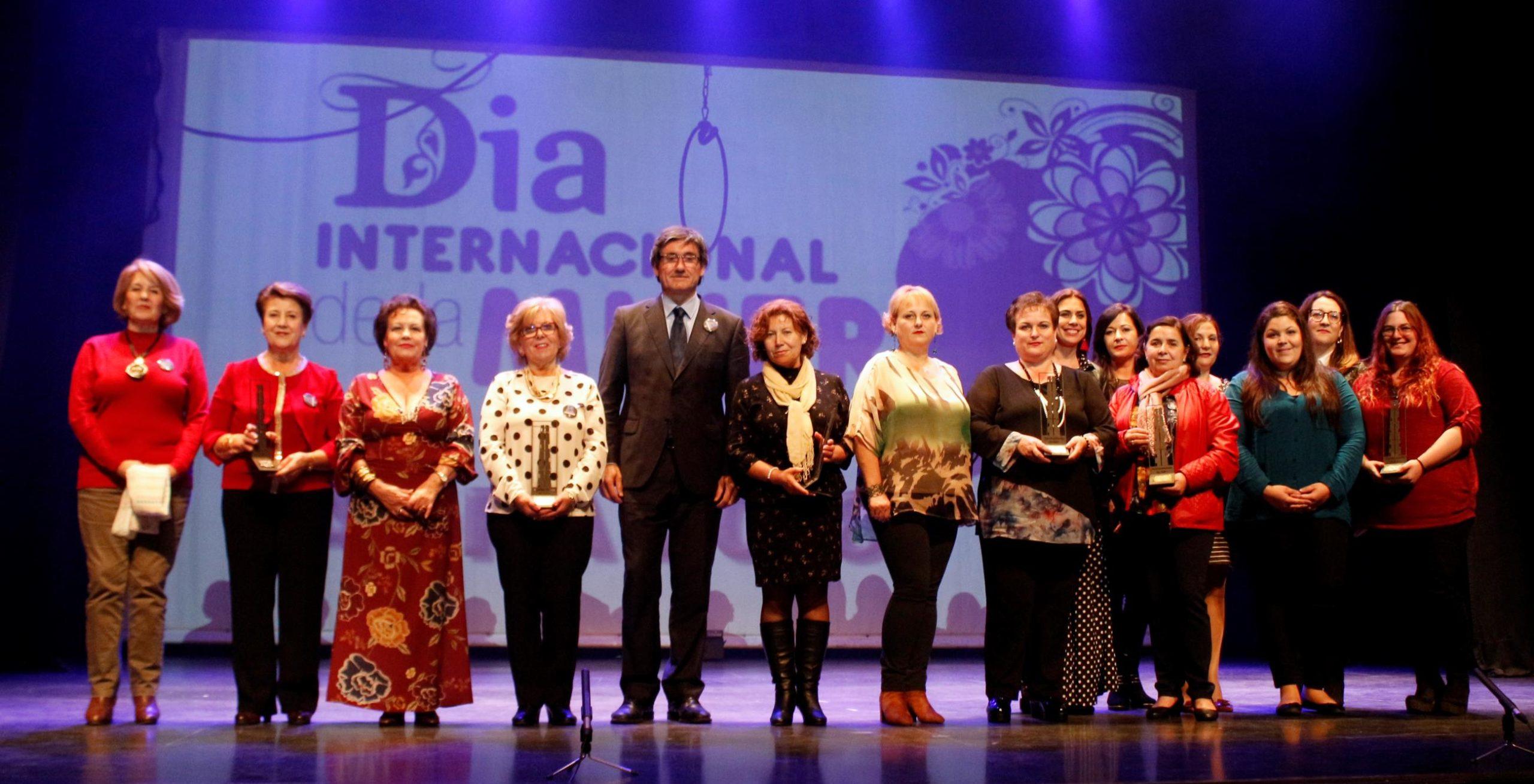 La 'Gala de la Mujer' ensalza el importante papel de las abderitanas en la sociedad
