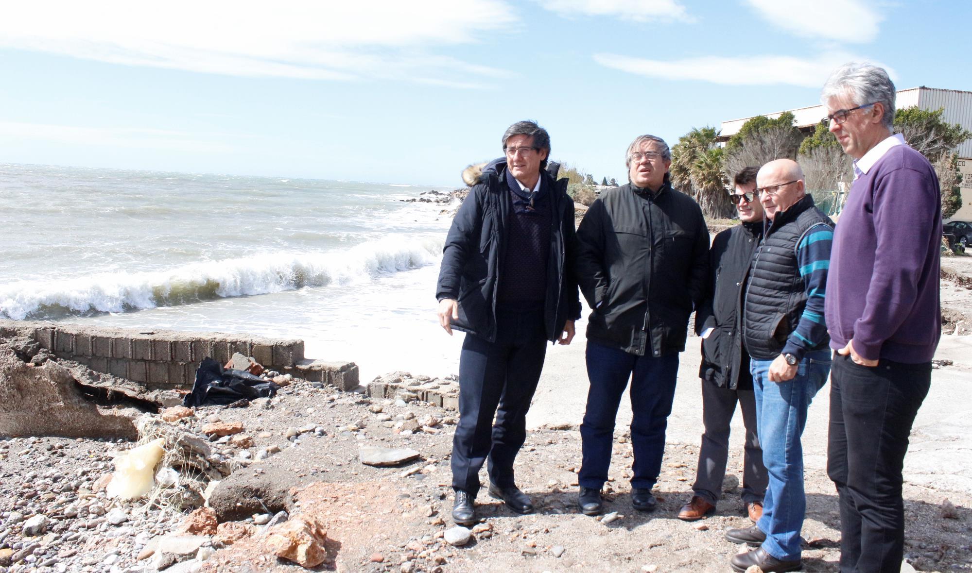 El alcalde de Adra pide a Costas la construcción urgente del tramo final de la escollera del Camino Roto