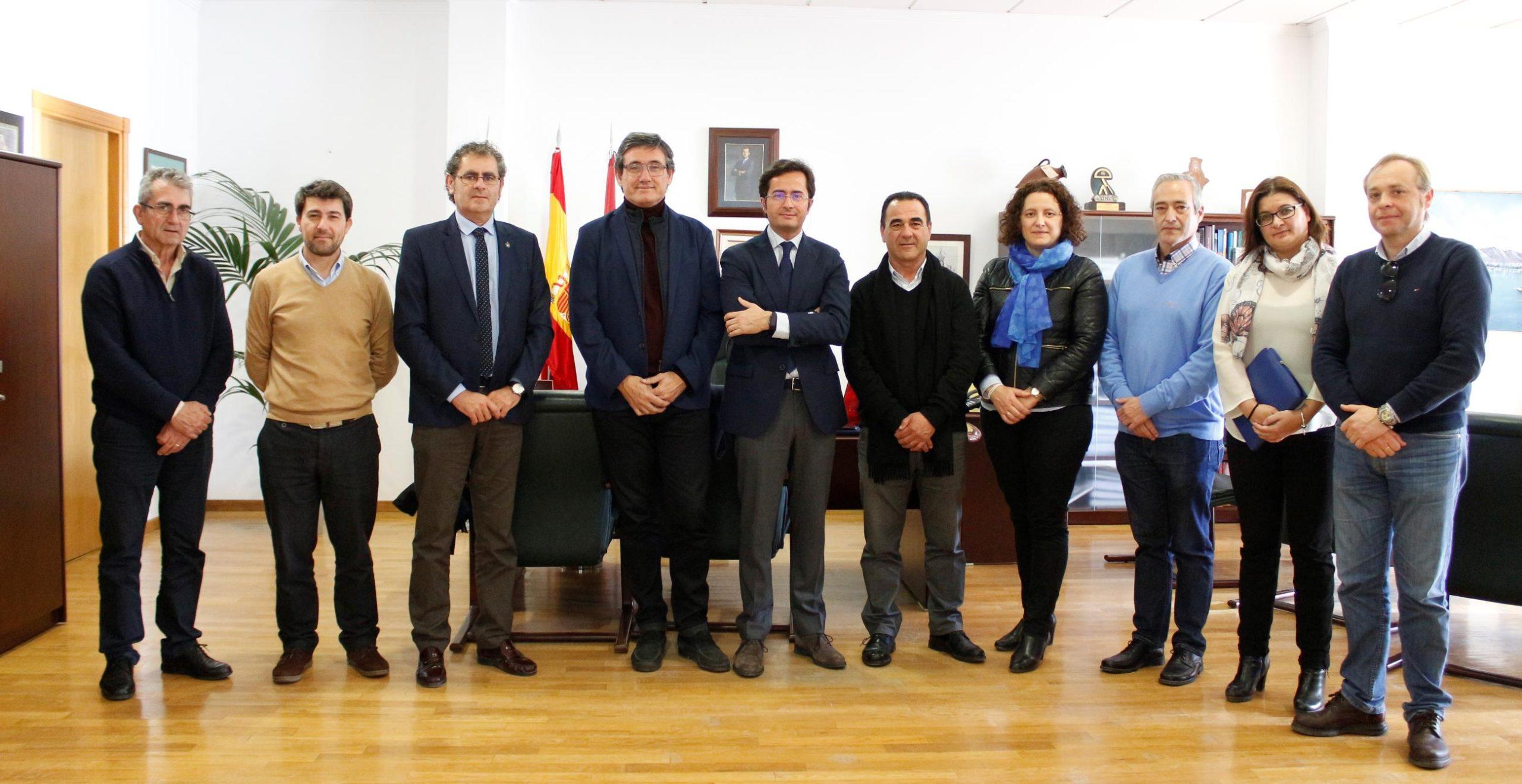 Alcaldes del Poniente aúnan esfuerzos para defender las particularidades de sus municipios en la revisión del POTPA
