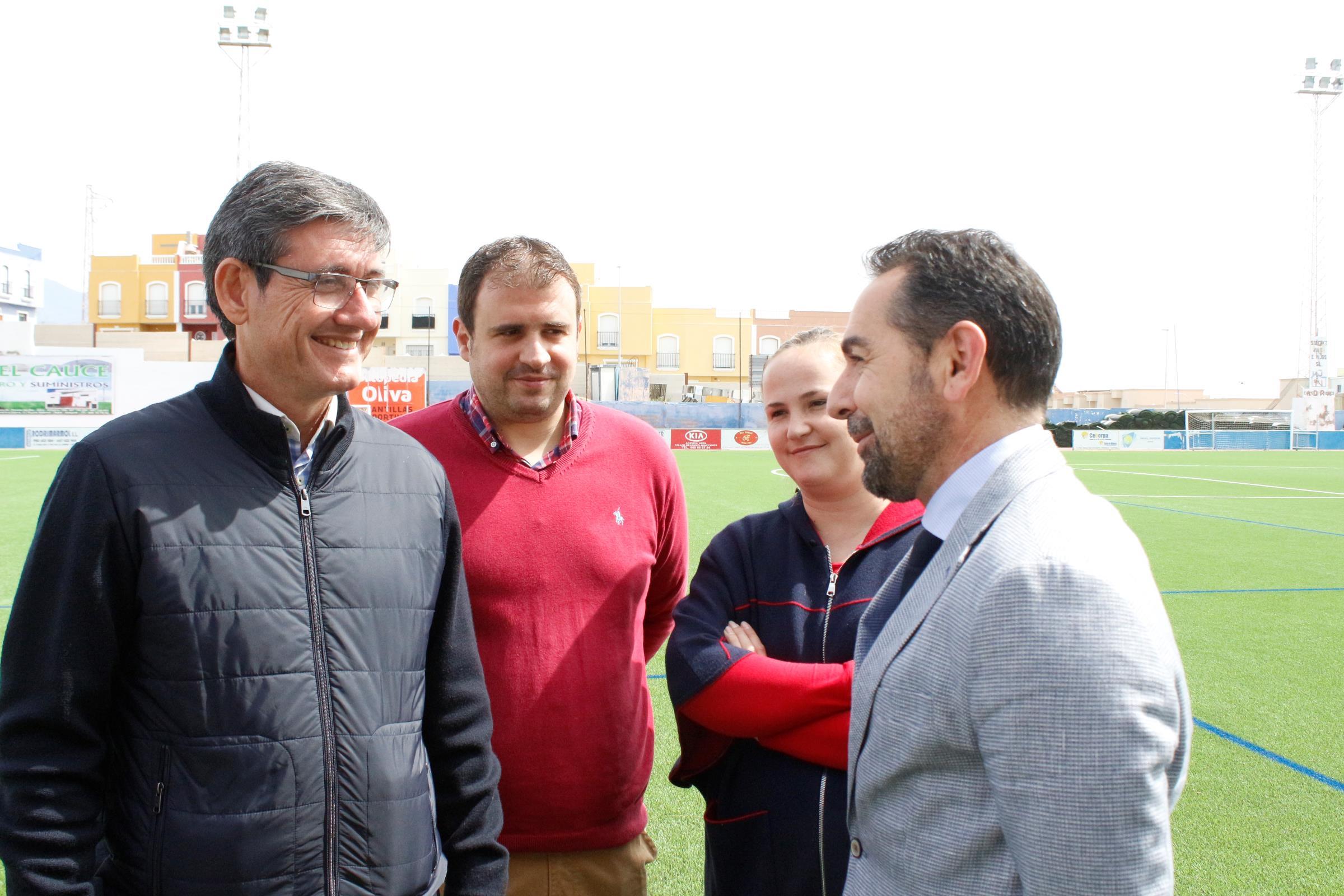 El alcalde de Adra anuncia la sustitución de la pista del Pabellón y la instalación de un skatepark