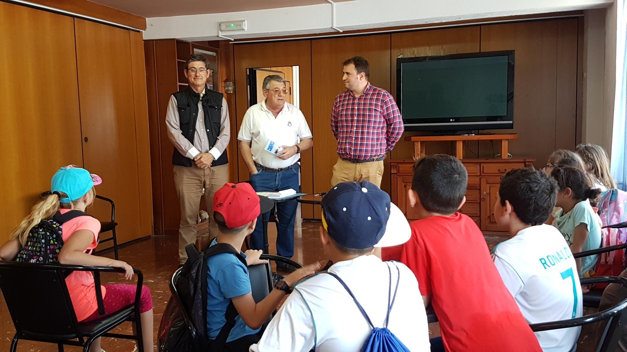 500 escolares participan en el Bautismo de Mar y taller medioambiental del Club Náutico