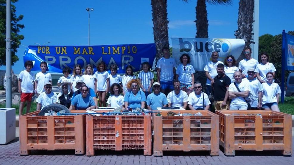 Retirados del mar unos 500 kilos de con la iniciativa 'Cambia la Marea de Plástico' en Adra