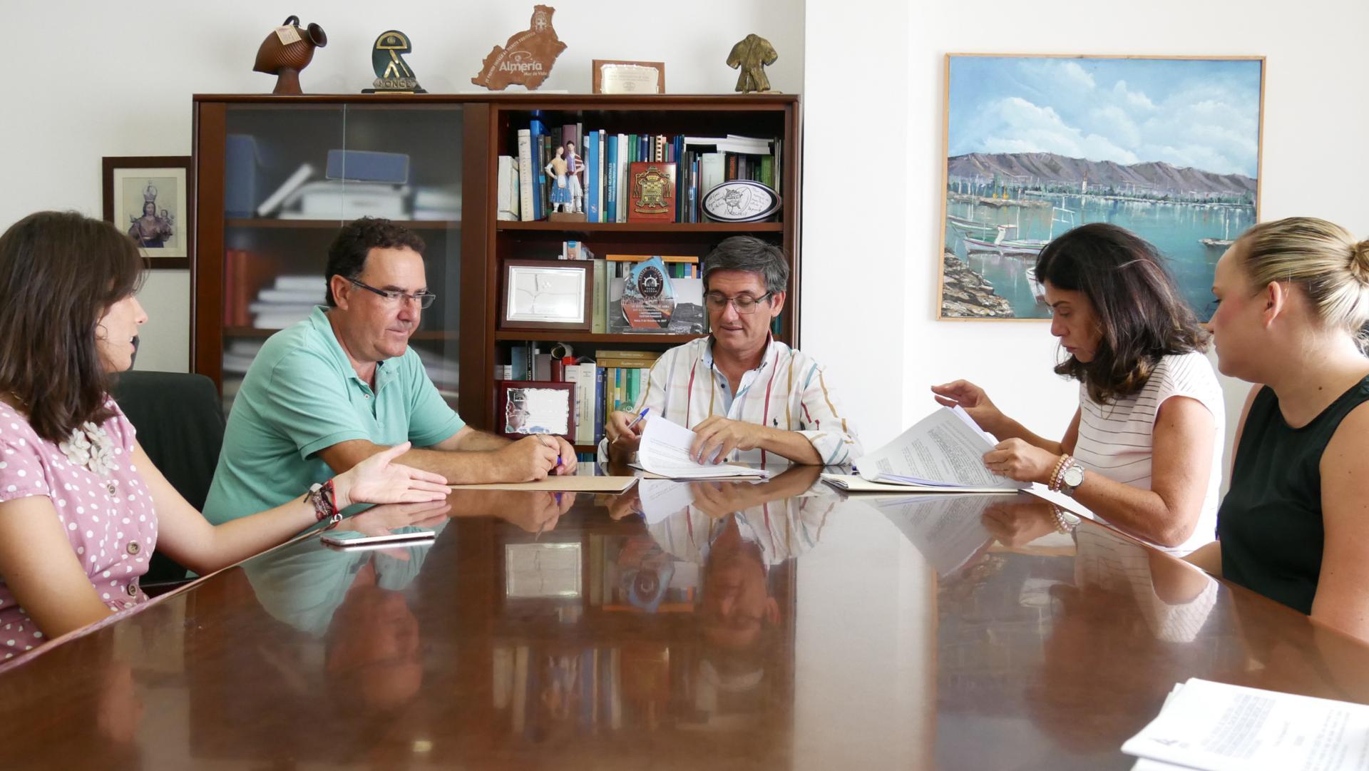 El alcalde de Adra anuncia un Plan de Captación de Emprendedores para dinamizar el autoempleo