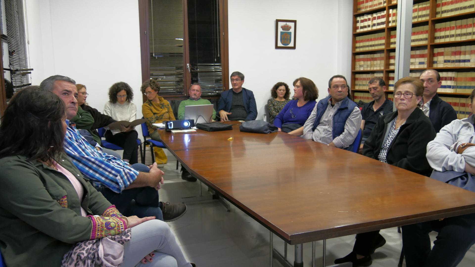 reunion comerciantes adra