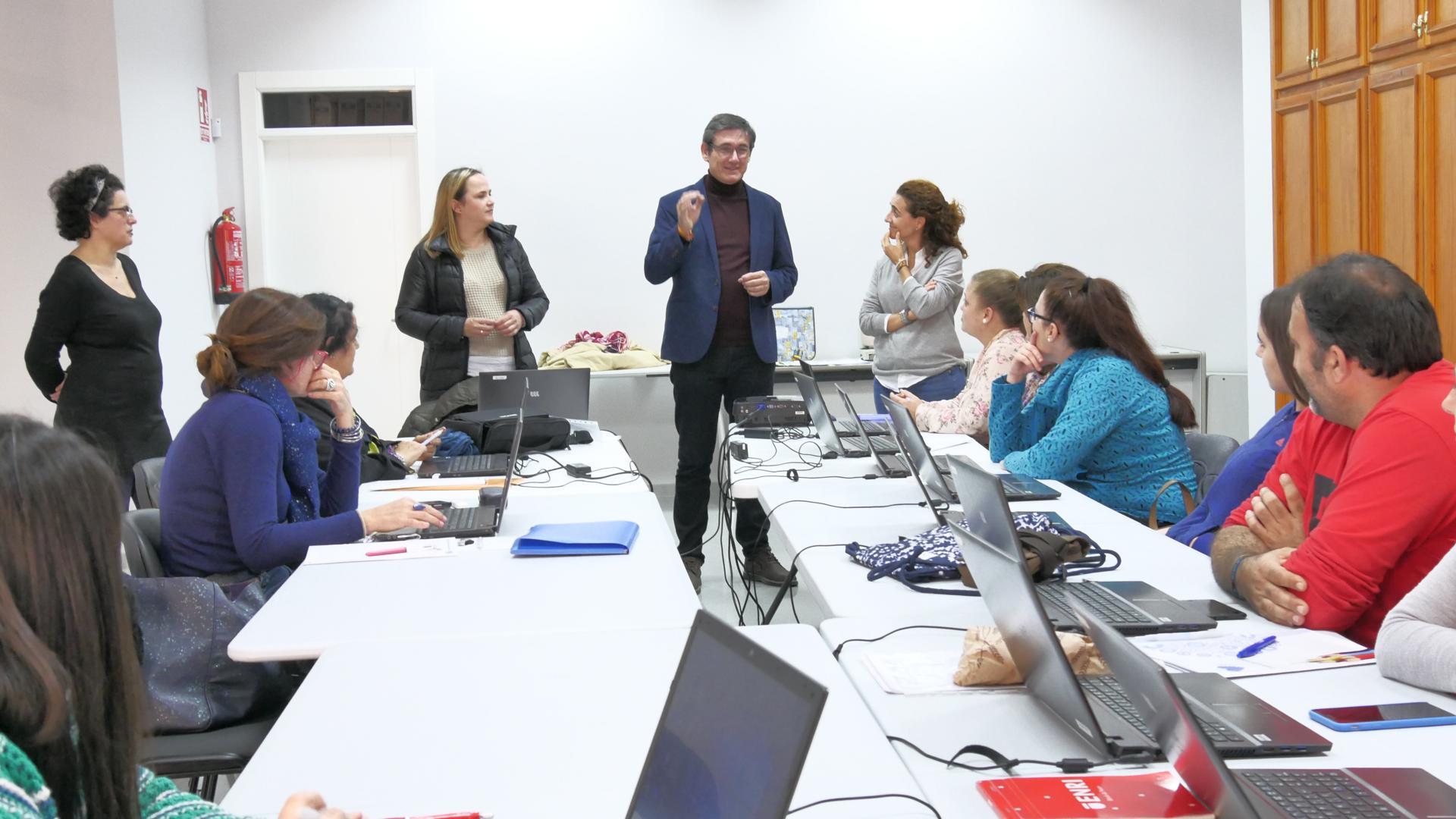 Desempleados de Adra aprenden a sacar rendimiento a las TIC para acceder al mundo laboral