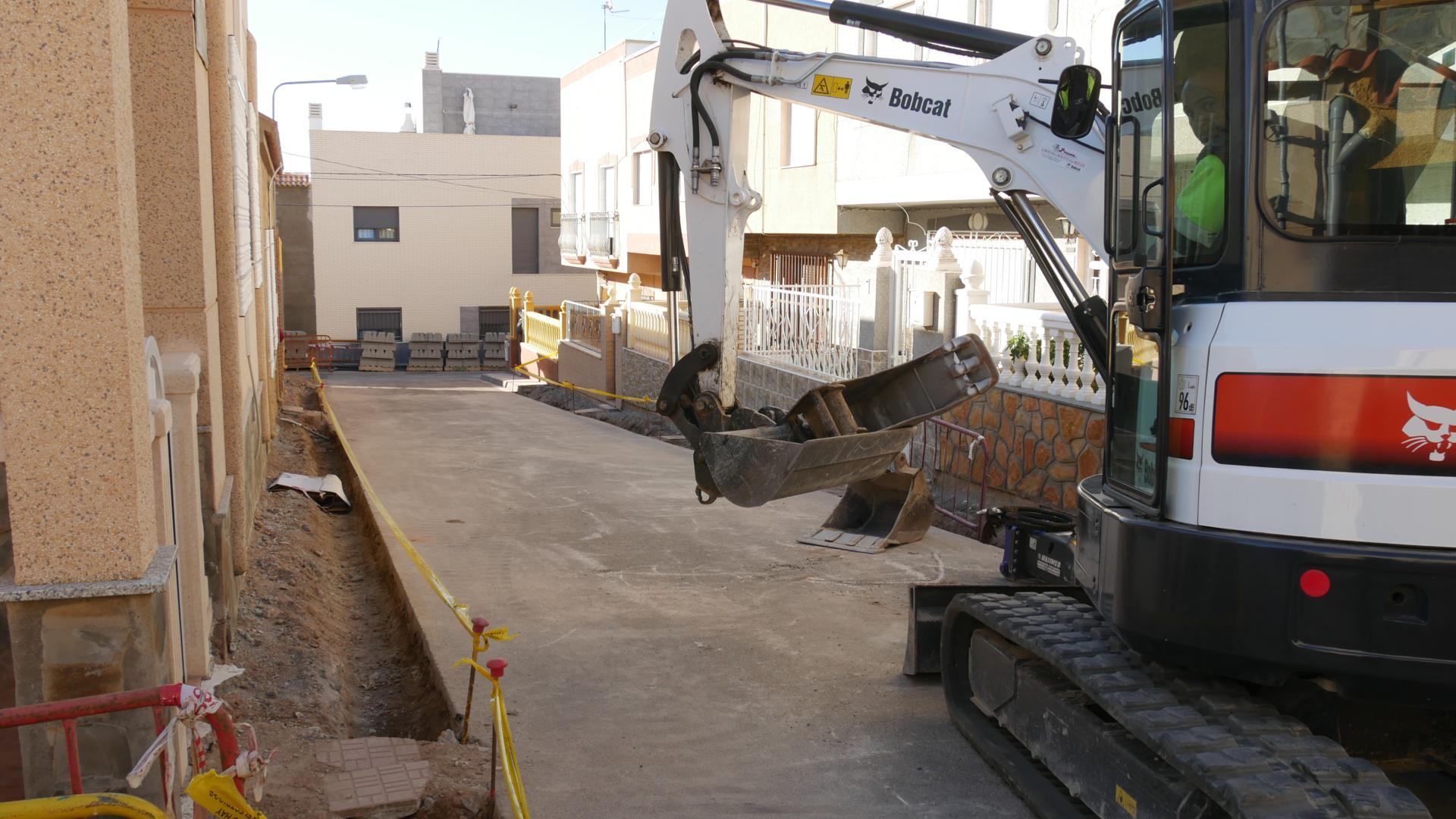 En ejecución la primera fase de renovación de acerado en la zona de Plaza Andalucía de Adra