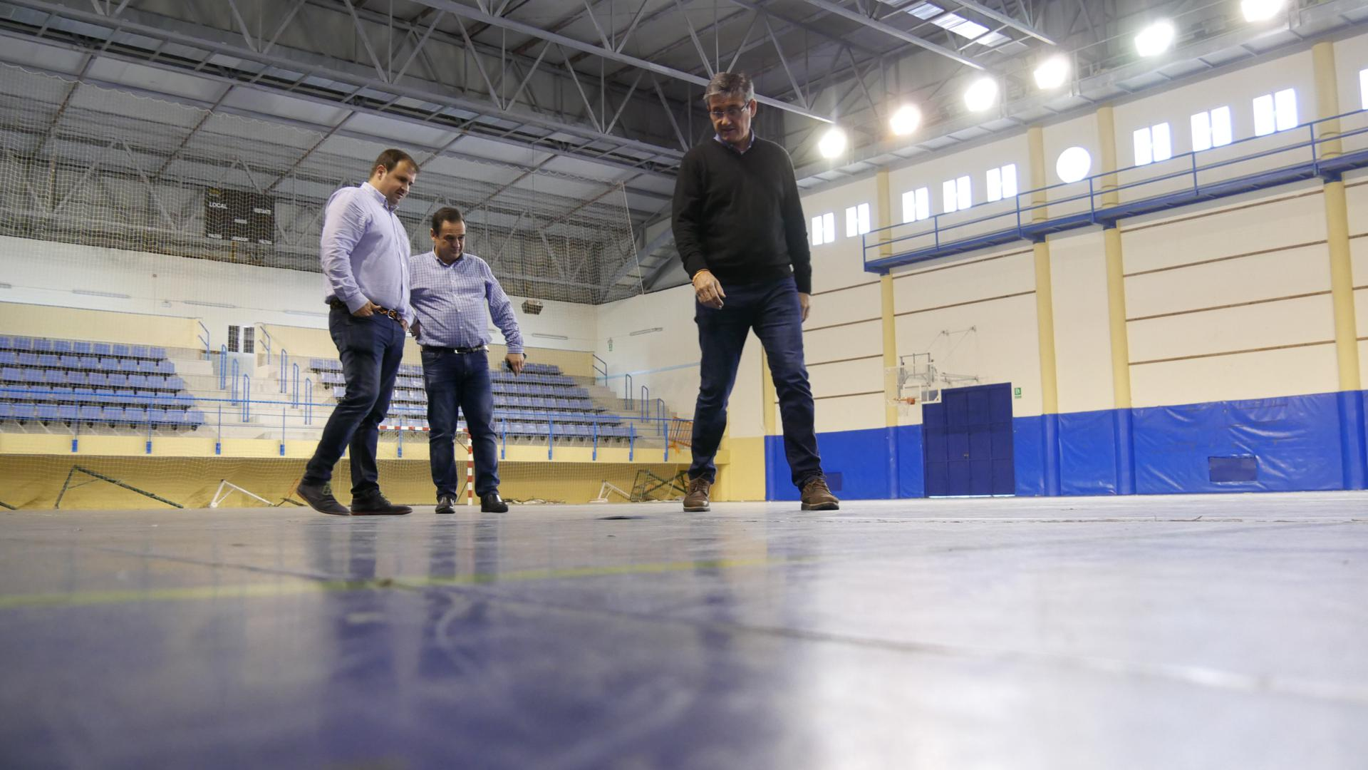 Firmado el contrato para la primera fase de reparación del pavimento del Pabellón Municipal de Deportes