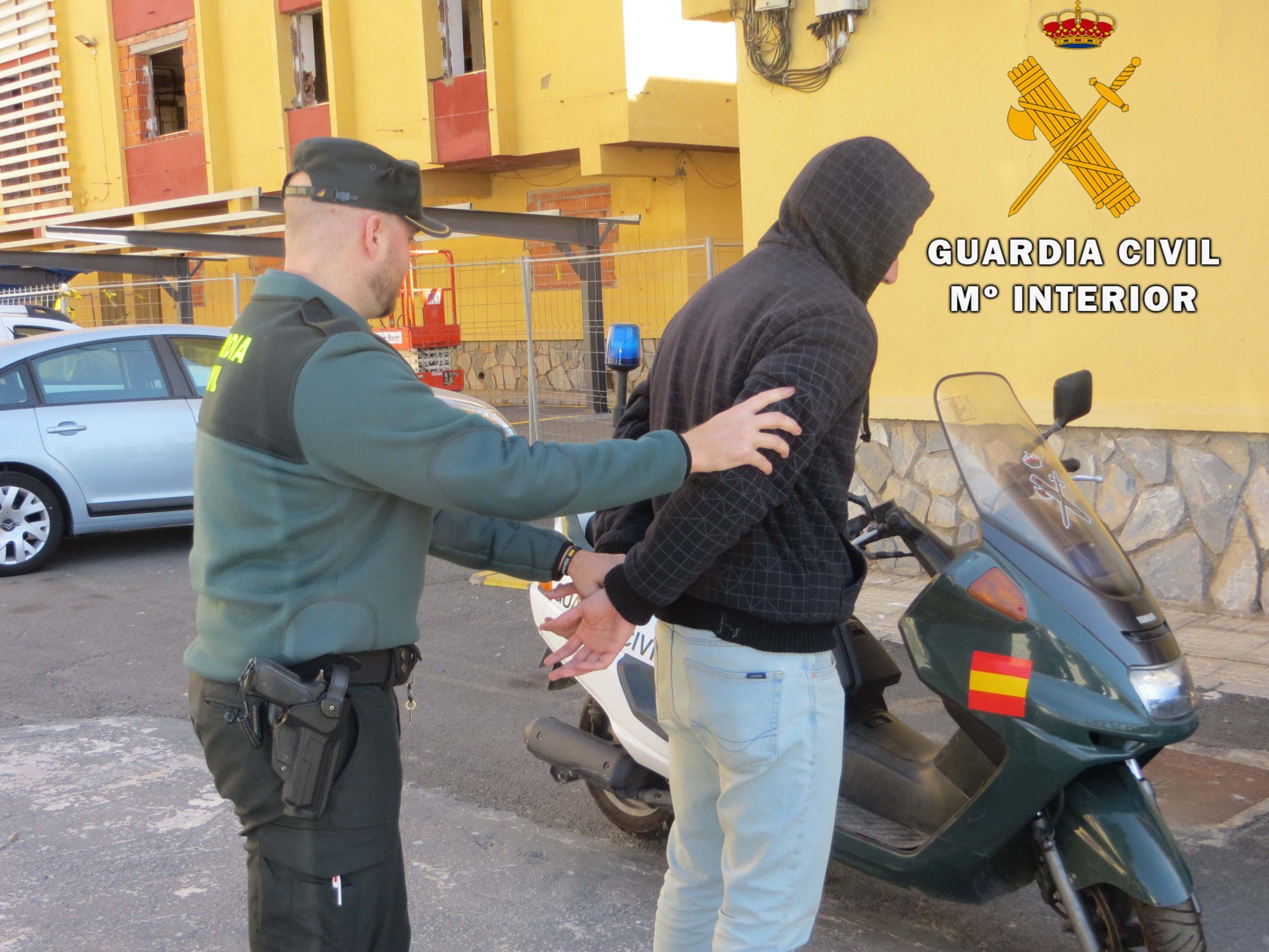 Detenido en Adra el presunto autor de un robo con violencia e intimidación