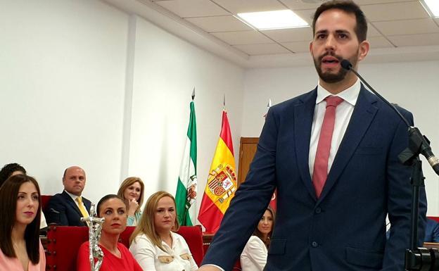 José Crespo lamenta que Teresa Piqueras acuda a FITUR y no asista a la presentación de Adra KMCERO
