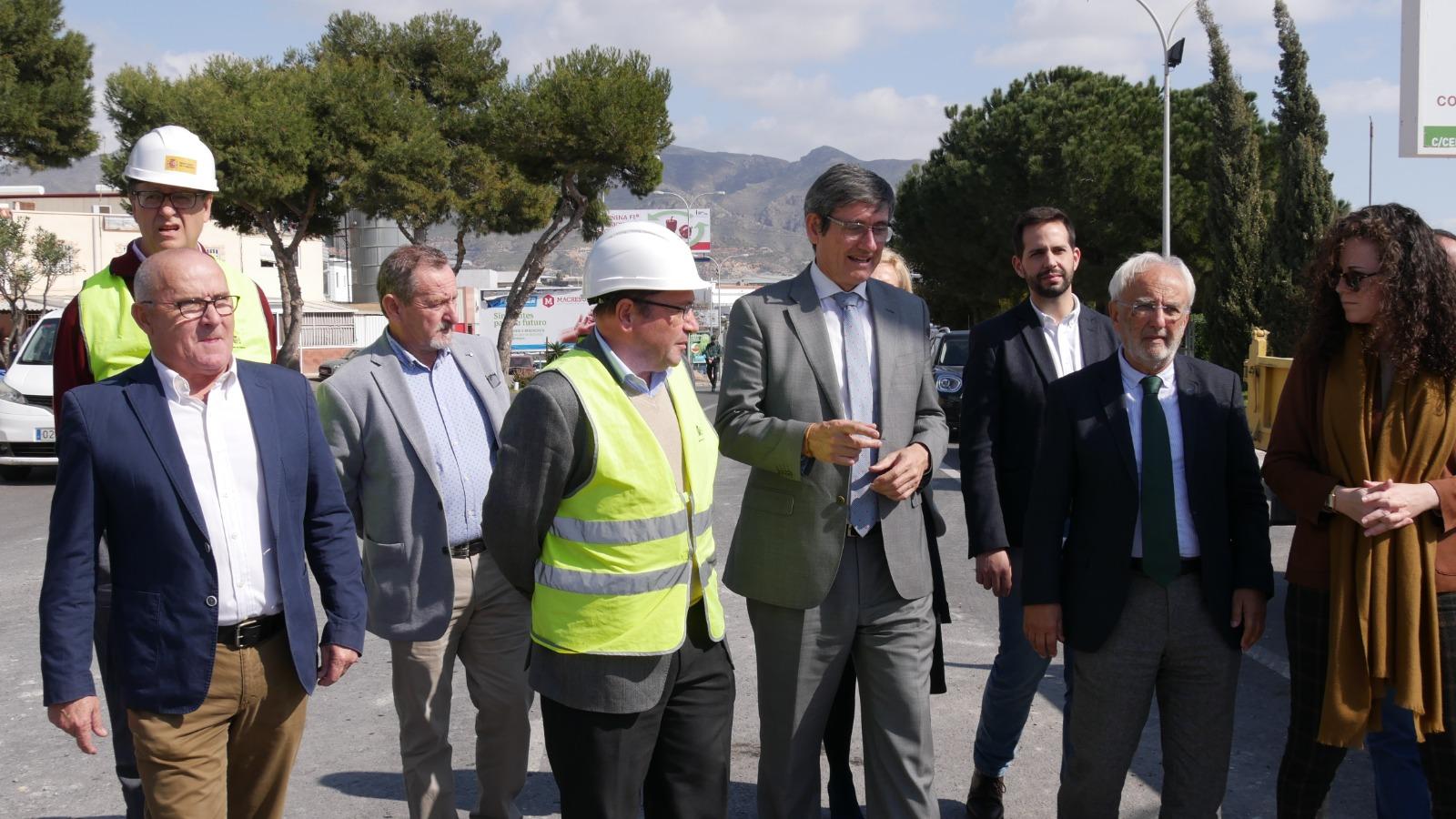 """El alcalde de Adra """"satisfecho"""" tras el inicio de las obras """"muy necesarias"""" en el puente del Puente del Río"""