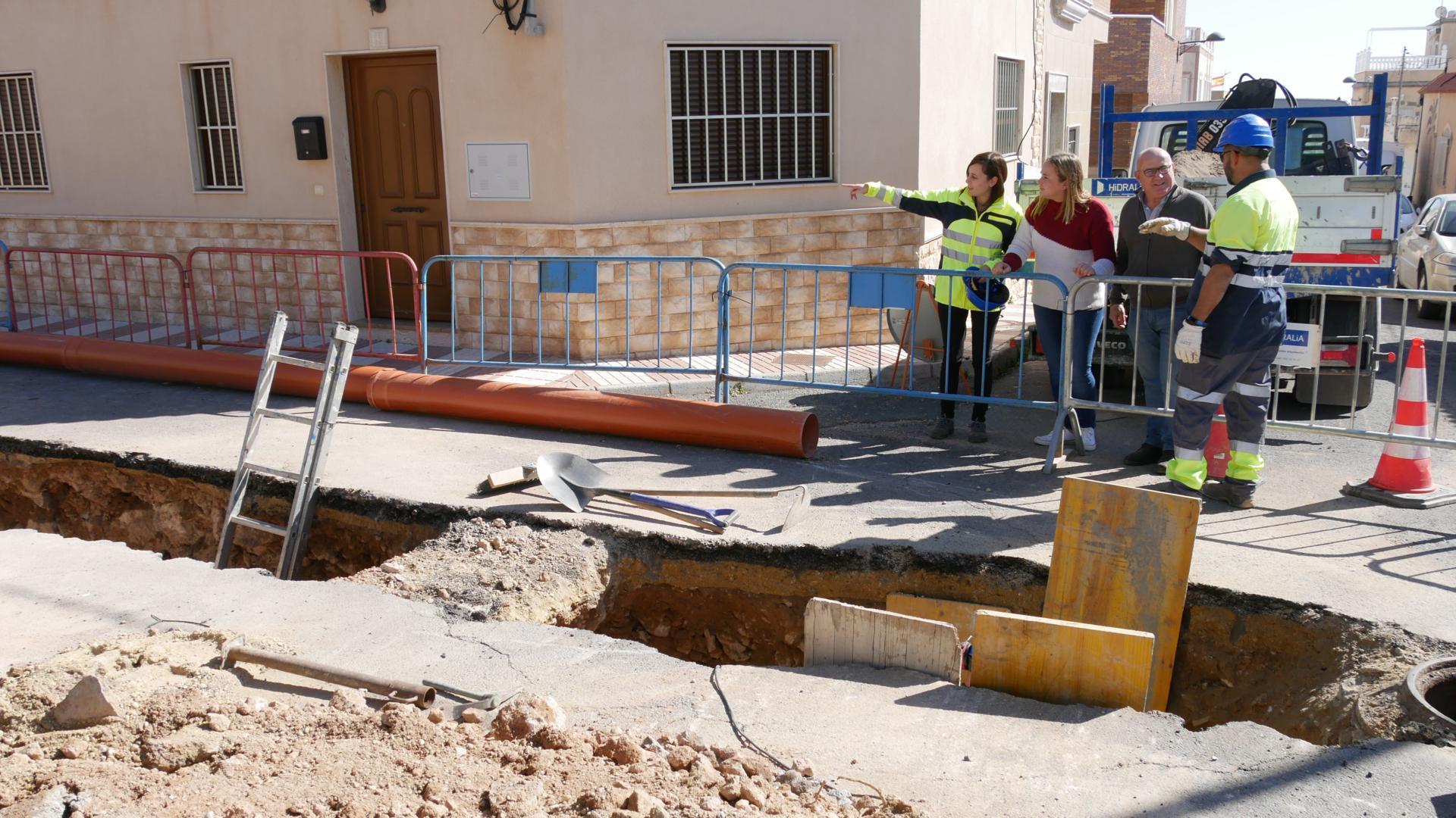 En marcha las obras de renovación en la red de saneamiento de la calle Toboso de Puente del Río