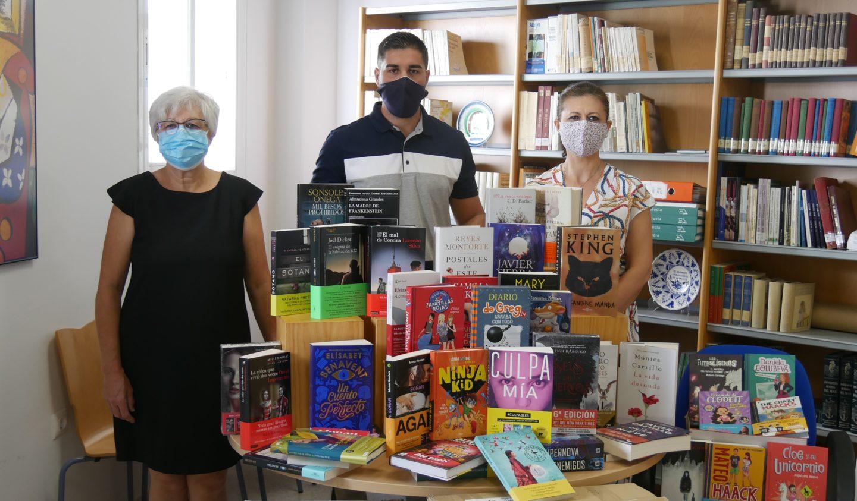 El Ayuntamiento de Adra adquiere cerca de 400 libros para la Biblioteca Municipal
