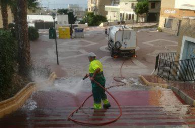 baldeo y limpieza en adra 2021