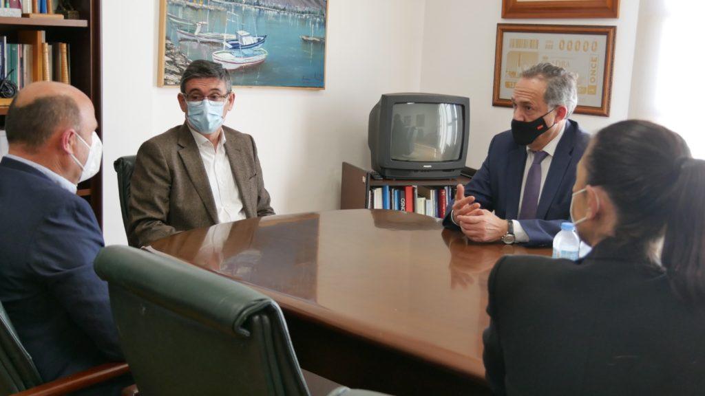 Reunión alcalde de adra y delegado de Turismo Vicente García