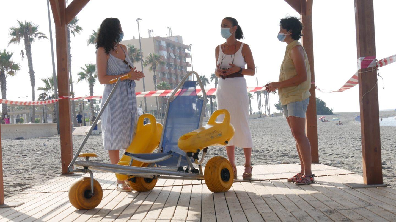 Adra amplía el número de flexipasarelas sostenibles  para facilitar el acceso a sus playas