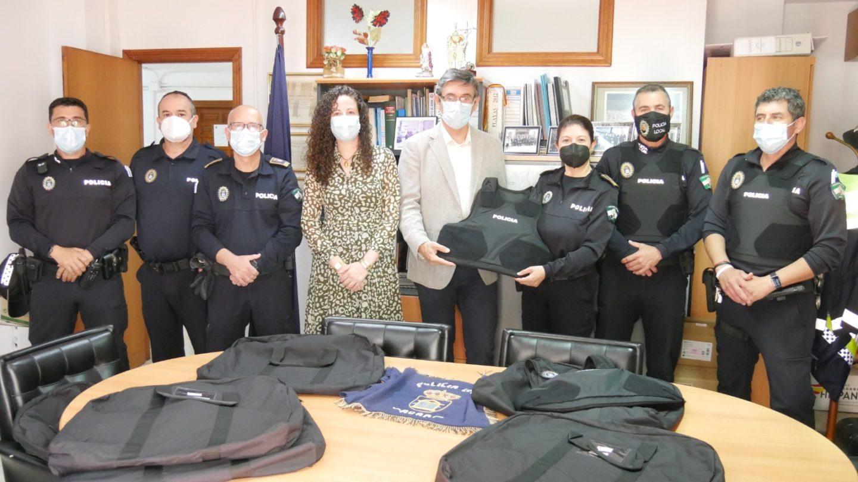 El Ayuntamiento de Adra dota a la Policía Local de chalecos antibalas