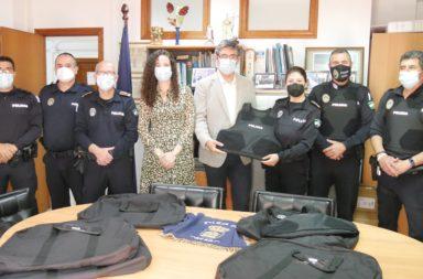 Ayuntamiento Adra entrega chalecos antibalas a Policía Local