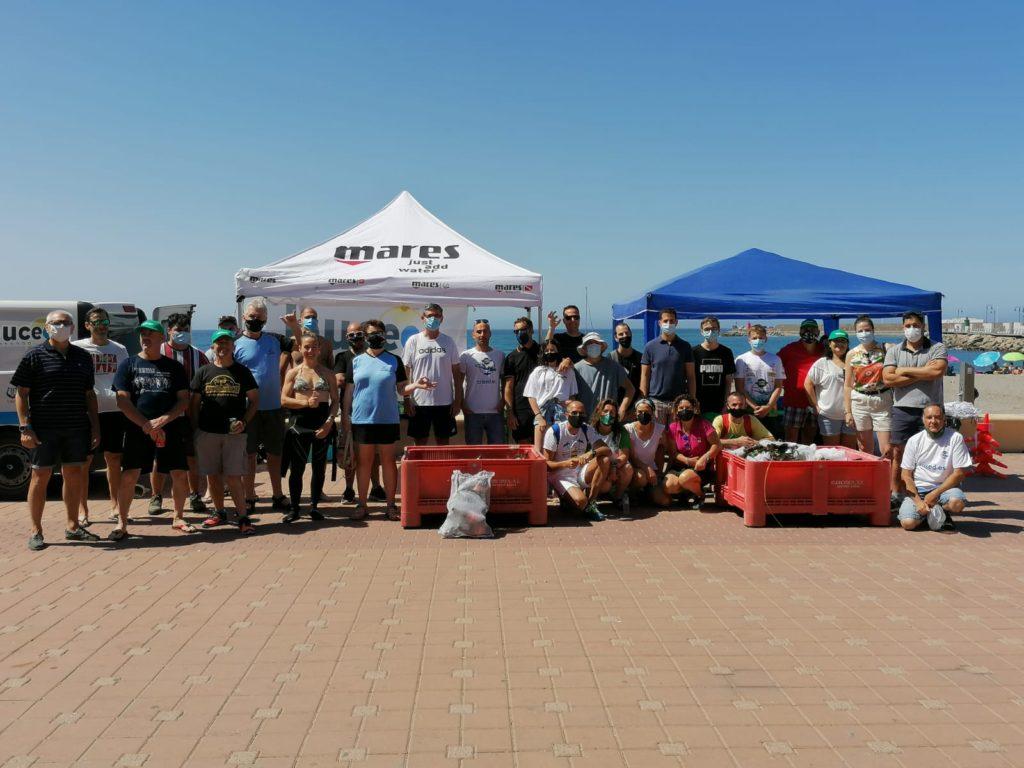 Mares Limpios - jornada de retirada de residuos playa